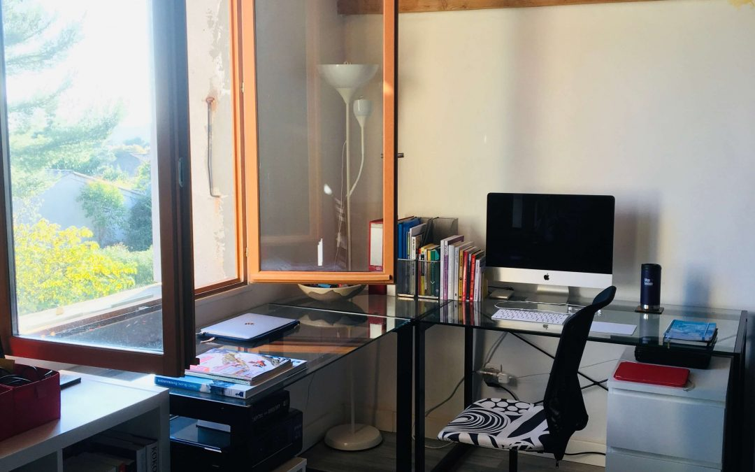 THE WRITING DESK | ROBYN SANTA MARIA | FREELANCE CONTENT WRITER AND EDITOR